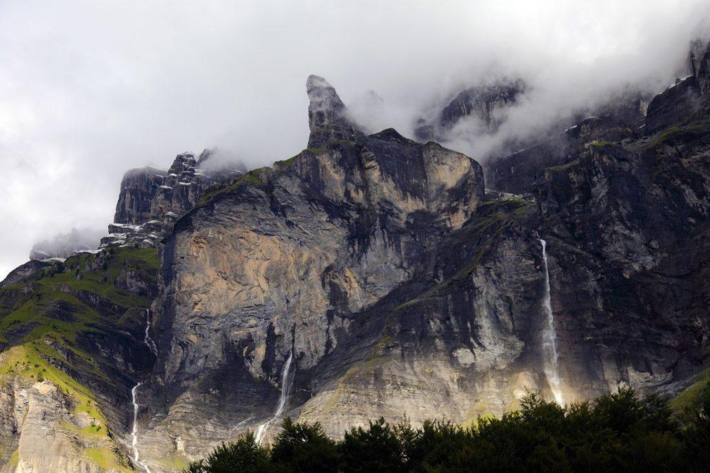  Le Cirque du Fer-à-Cheval – La Corne du chamois et quelques-unes de ses nombreuses cascades