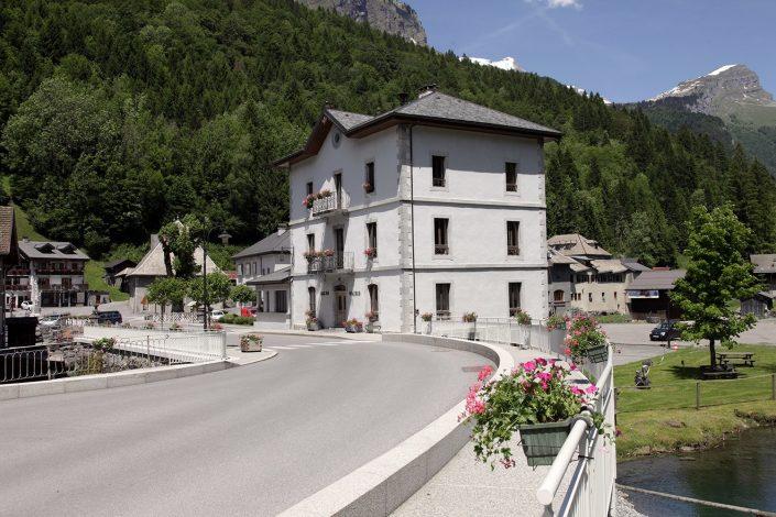  La Mairie & La place du Tilleul